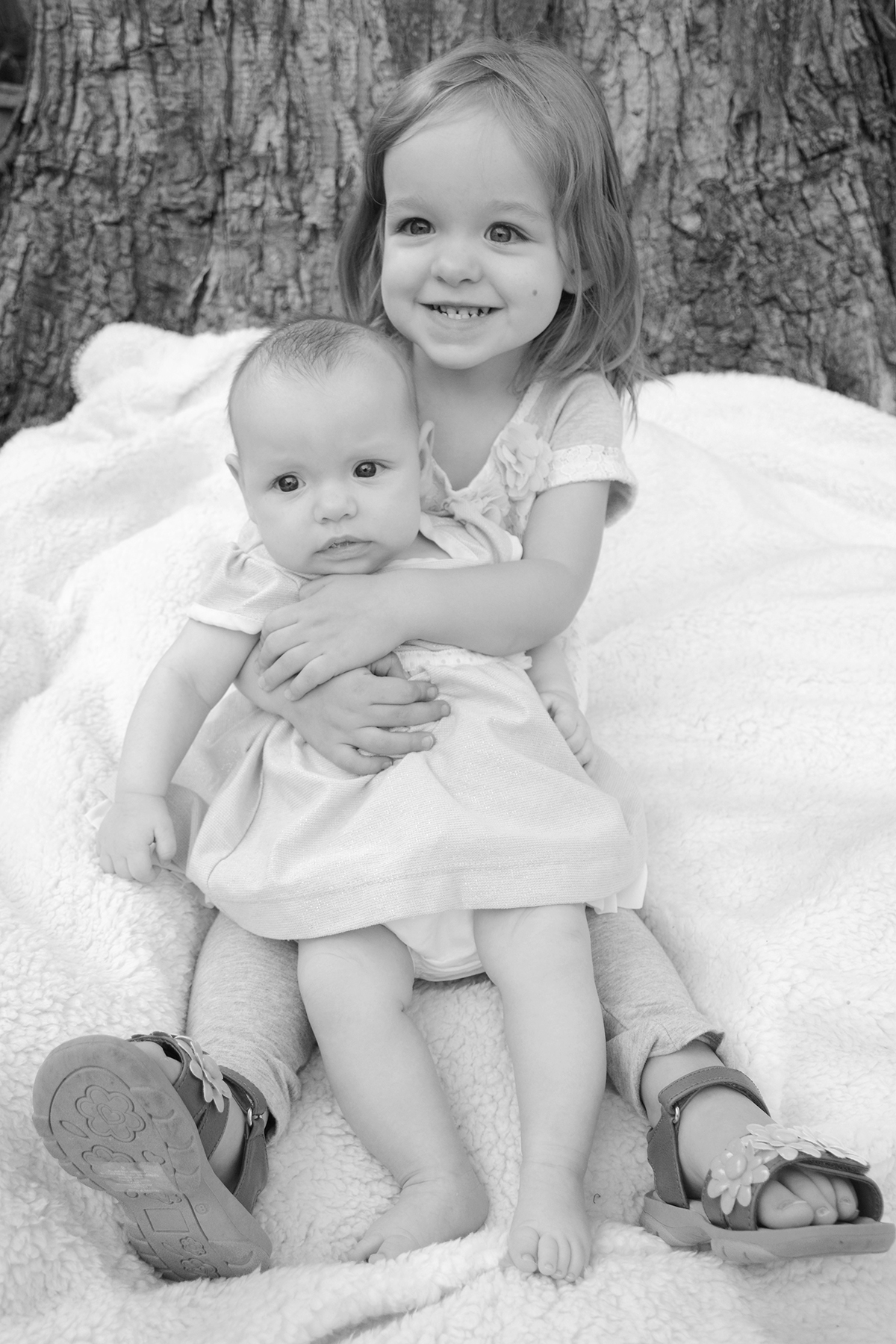 2015-05-02_family-l_paige-quinn_hold_bw