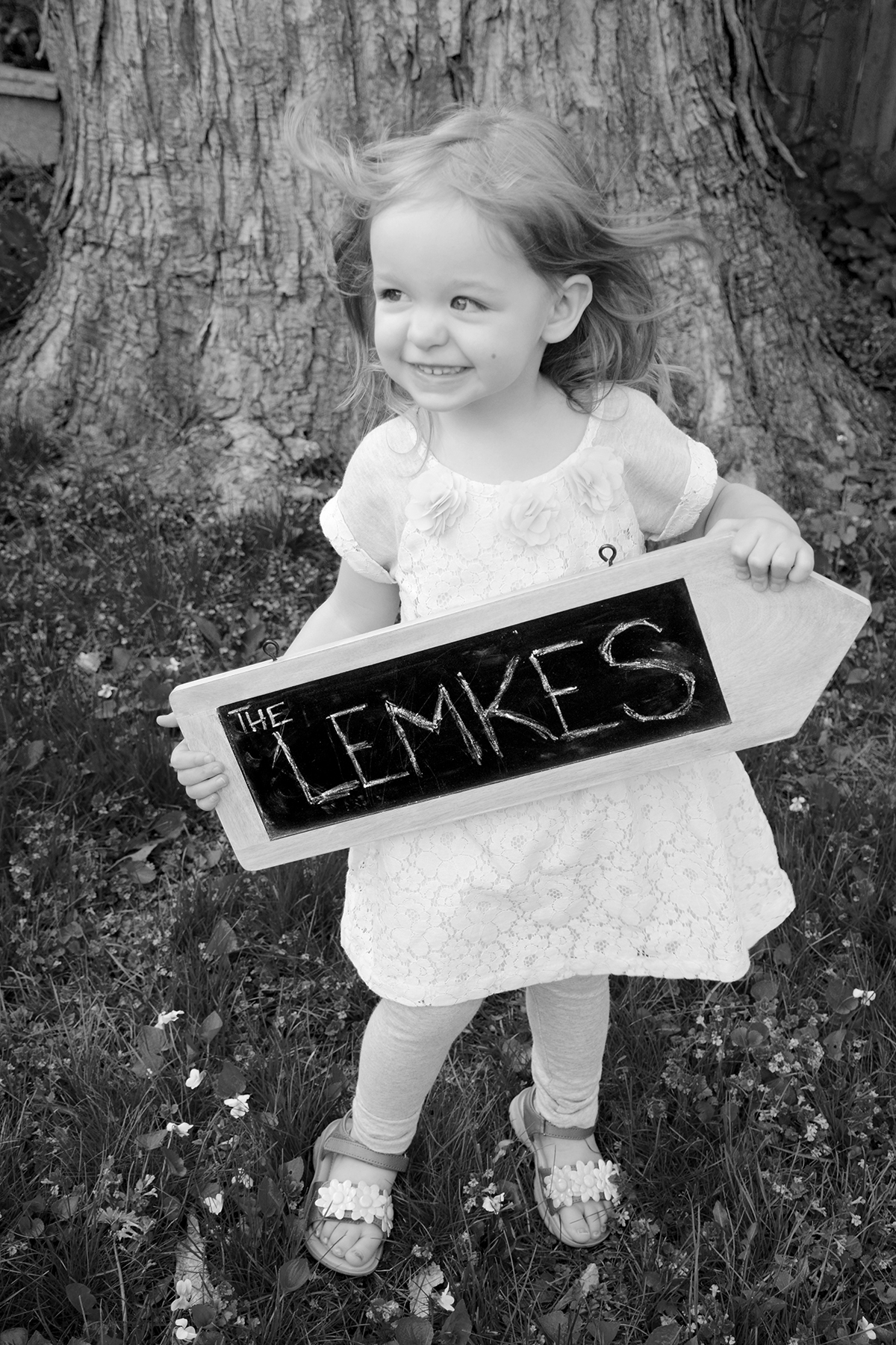 2015-05-02_family-l_paige-sign_bw